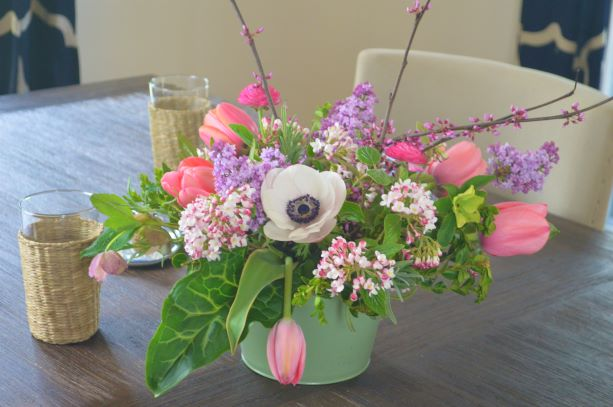 A Pretty and Simple Spring Table